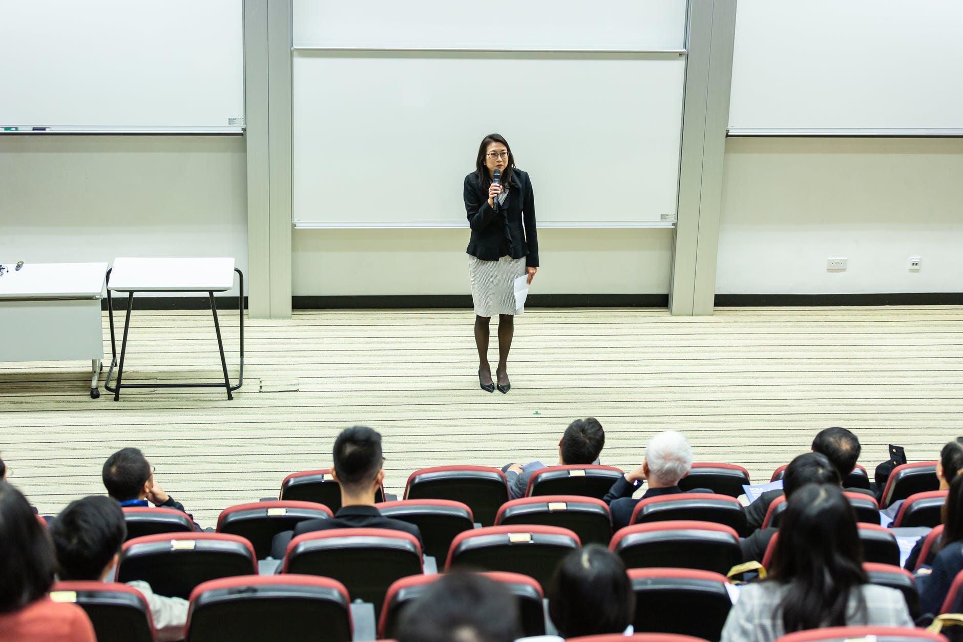 Açıklama, bir konuda bilgi vermek amacıyla kullanılan yöntemdir.